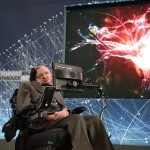 Hawking bromea sobre Donald Trump (sin mencionarle)