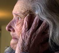 Variante genética podría prevenir la demencia en personas mayores