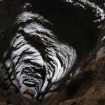 ¿Qué pasaría si cayésemos a un pozo que atravesase la Tierra?
