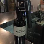 ¿Se puede chatear en un bar un vino de 5400 euros la botella?