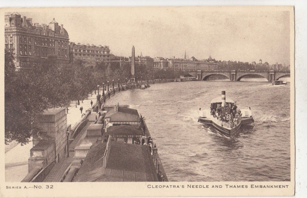 Antigua imagen de el Thames Embankment con el obelisco ya erigido en su ubicación londinense