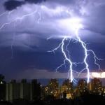 Los rayos inician reacciones nucleares que forman isótopos poco comunes