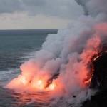 ¿A quién pertenece la tierra ganada al mar por la lava volcánica?